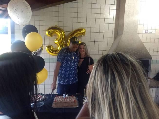 Empresário Cris Rodeio reúne amigos e comemora 36 anos de vida