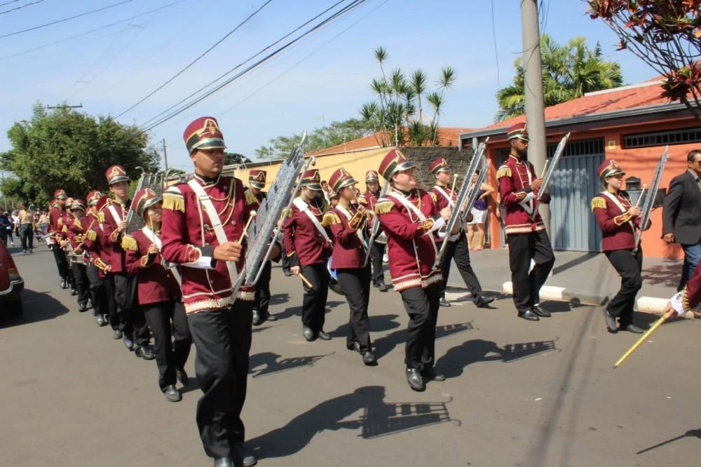 Desfile da Fanfarra Padre Narciso no 7 de Setembro, em Paulínia