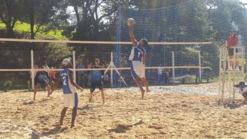 Partida de vôlei do projeto Escolinhas Esportivas (Crédito: divulgação)