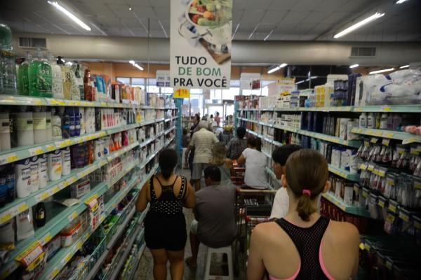 A confiança dos empresários do comércio subiu em 4 dos 6 segmentos pesquisados pela FGV (Crédito: Agência Brasil)