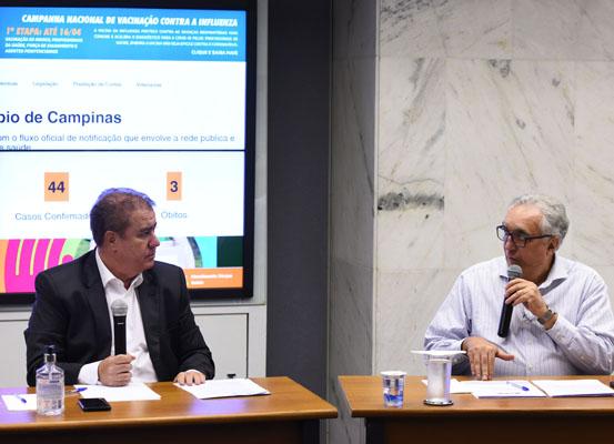O prefeito Jonas e o secretário de Saúde Carmino de Souza (Crédito: Carlos Bassan)