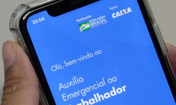 Ferramenta on-line ajudará pessoas com problemas em requerer o auxílio (Crédito: Marcello Casal Jr.)