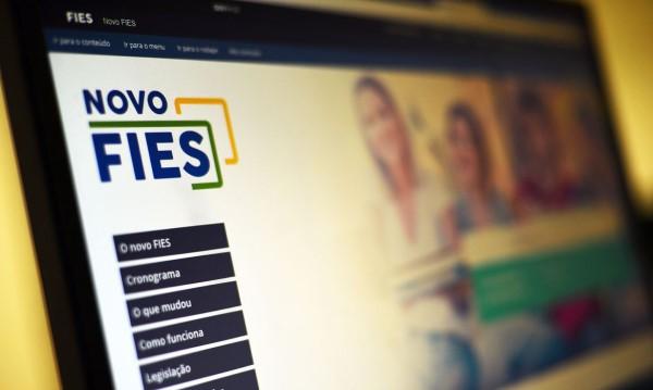 Governo sanciona lei que suspende pagamento de parcelas do Fies