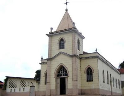 A Igreja de São Bento, no Centro de Paulínia (Sagrado Coração de Jesus)