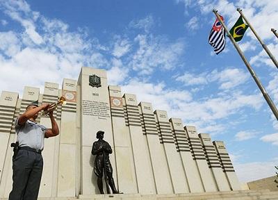 Mausoléu no Cemitério das Saudades em homenagem aos voluntários campineiros de 1932 (Carlos Bassan/Prefeitura de Campinas)