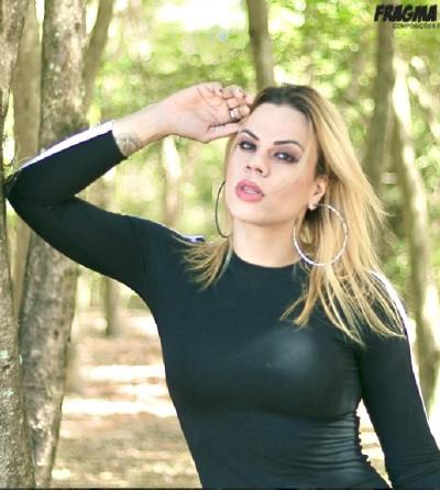 A jornalista e ativista Lara Pertille