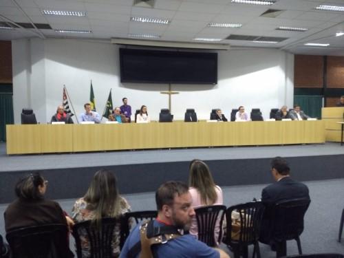 Candidatos durante o debate na Câmara (Crédito: Zatum Imagem)