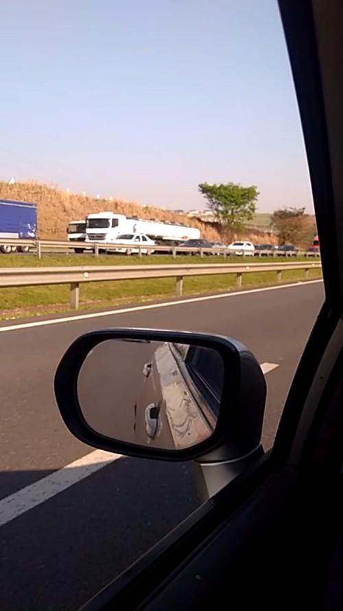 Congestionamento chegou aos dois quilômetros, segundo a Rota das Bandeiras (Crédito: Rodrigo Abade)