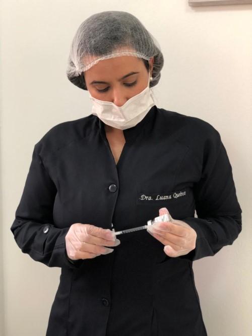 A médica Luana Queiroz, responsável pelos procedimentos (Crédito: arquivo pessoal)