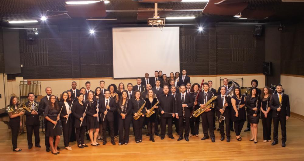 Grupo tem cerca de 50 músicos (Crédito: divulgação)
