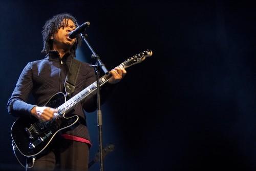O cantor e compositor Djavan, que sobe ao palco com a sua banda completa (Crédito: divulgação)