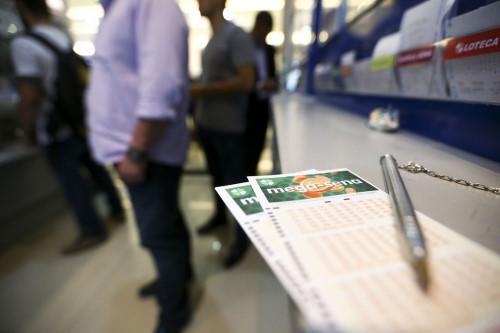 Jogos podem ser feitos em qualquer lotérica credenciada pela Caixa (Crédito: Marcello Casal Jr.)