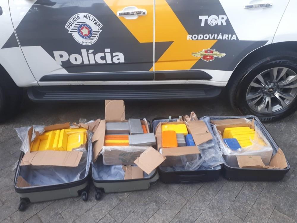 Dupla é presa com 60 tabletes de pasta base de cocaína no Centro de Paulínia