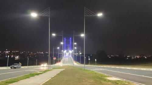 Ponte Estaiada foi iluminada com luzes azuis, em referência ao mês de prevenção ao câncer de próstata (Crédito: divulgação)