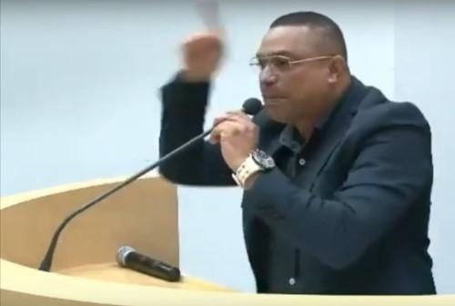 Manoel em discurso na Câmara (Crédito: flaming do vídeo)